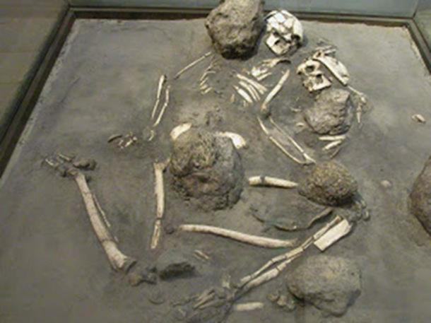 Los Amantes de Sumpa – a double burial from the Las Vegas culture. ( Manabi….Ecuador)