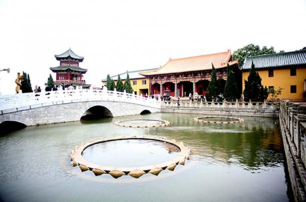 The Lotus Pond at Donglin Temple