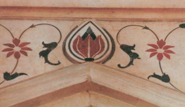 Lotus flower, a Hindu symbol, at the apex of a doorway in the Taj Mahal