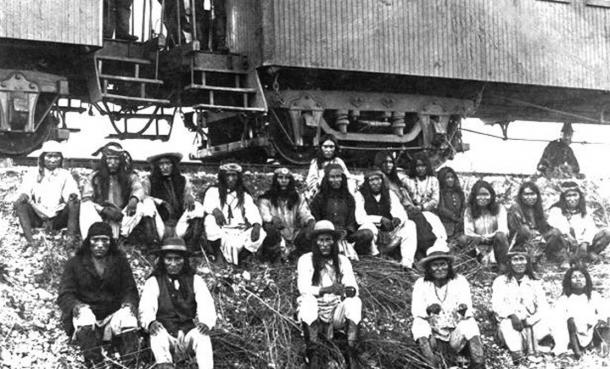 Lozen and Dahteste (sitting together in the upper part of the photo) along with Geronimo.