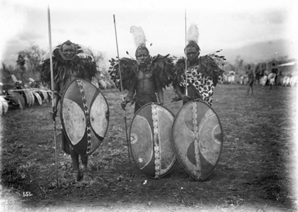 Maasai warriors in German East Africa, c. 1906–1918. (Bundesarchiv, Bild 105-DOA0556 / Walther Dobbertin / CC BY SA 3.0)