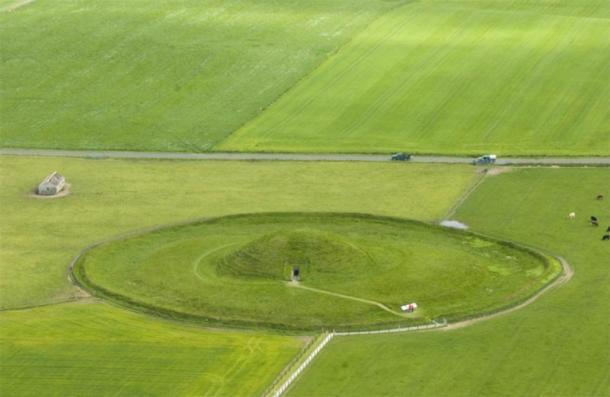 Maeshowe from the air. (Scotswiki)