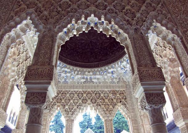 Magnificent Alhambra plaster work (Public Domain)