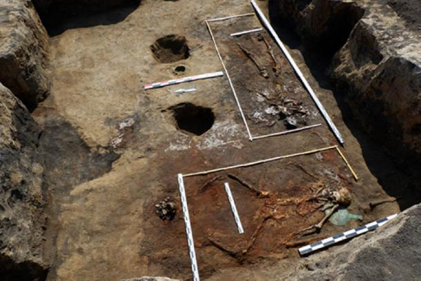 "Maid V. Barrow No. 9. General view of the burial-pit including the second woman (individual No. 2; 30–35 years old) buried along the western wall with her head to the south in the so-called. ""Pose of the horseman"".  (Image: archaeolog.ru)"