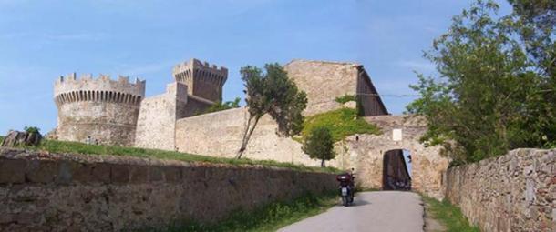 Main gate of Populonia