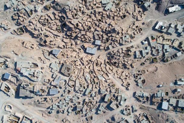 Pueblo neolítico de Makhunik, Khorasan, Irán. (sghiaseddin / Adobe Stock)