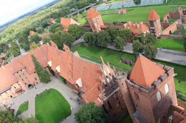 Malbork Castle by Jeroen Fossaert