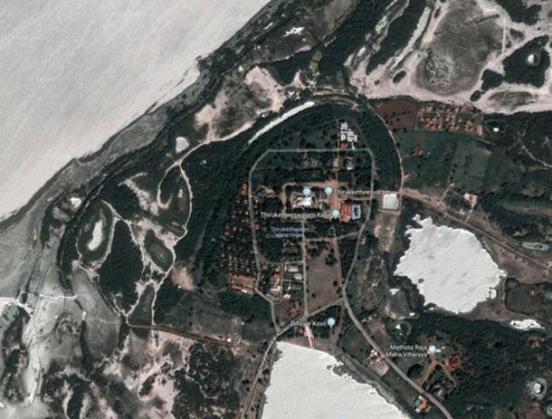 Mantai as seen from the air today. The ancient circle of ditches built to defend the site can be seen in dark green. The main settlement was inside these defenses. (Google Maps)