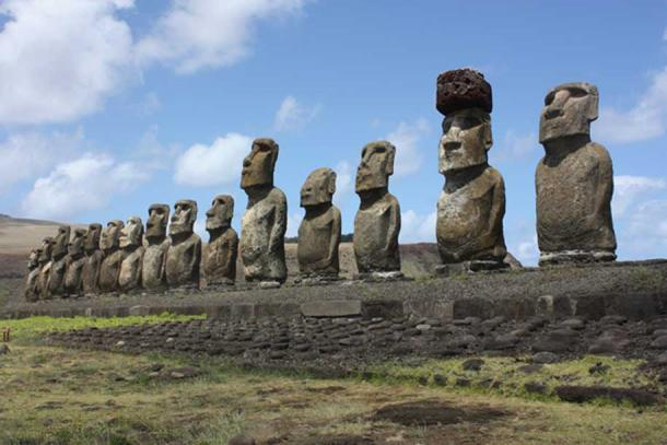 Many of the moai are now without a pukao.