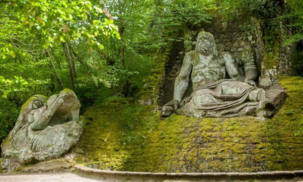 Многие из скульптур возвращаются к греческой и римской мифологии, как эта статуя Нептуна