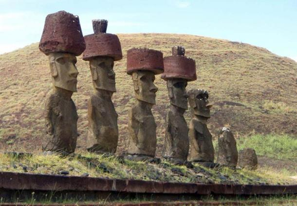 Maoi statues of Easter Island with Pukao (CC BY NC ND 2.0)