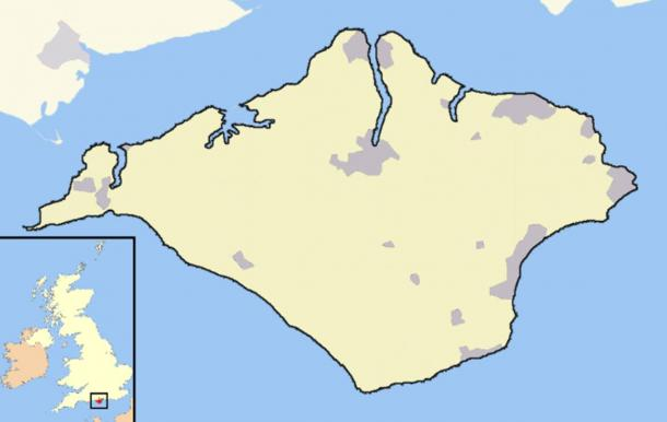 Map of the Isle of Wight with its location (inset, in red) in the United Kingdom