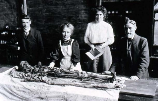 Margaret Murray Unwrapping the Khnum-Nakht Mummy. Credit: The Manchester Museum