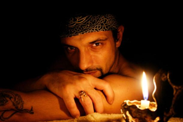 Matelotage bonds two outlaw male pirates contractually. (Jormala / Adobe Stock)