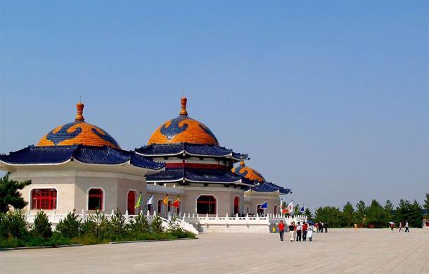 Mausoleo Genghis Khan cerca de Ordos en Mongolia Interior. (SamxliCC BY 3.0)