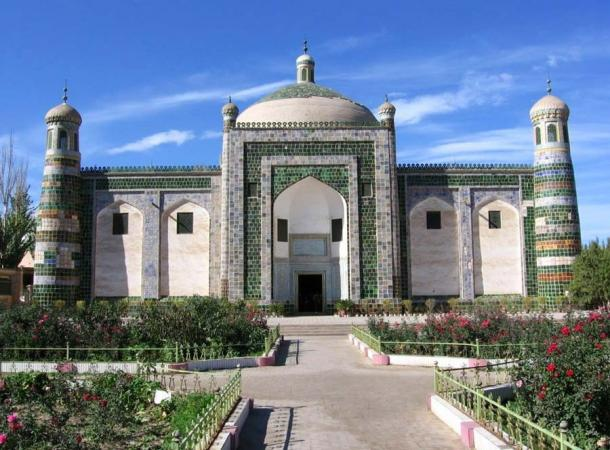 Today, the Afaq Khoja Mausoleum is a popular tourist attraction the area. (Colegota / CC BY-SA 2.5 ES)