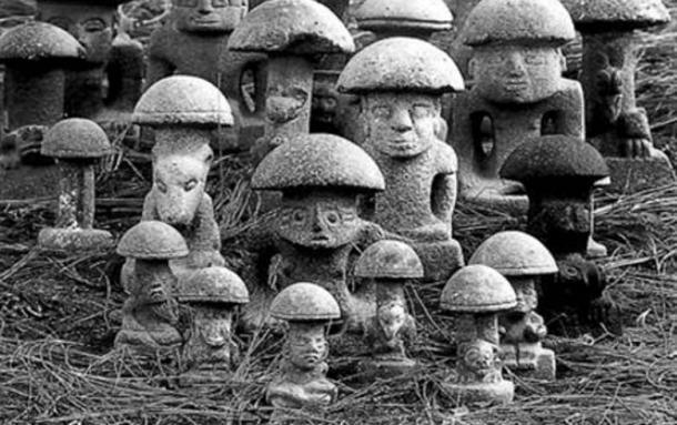 Maya mushroom stones.