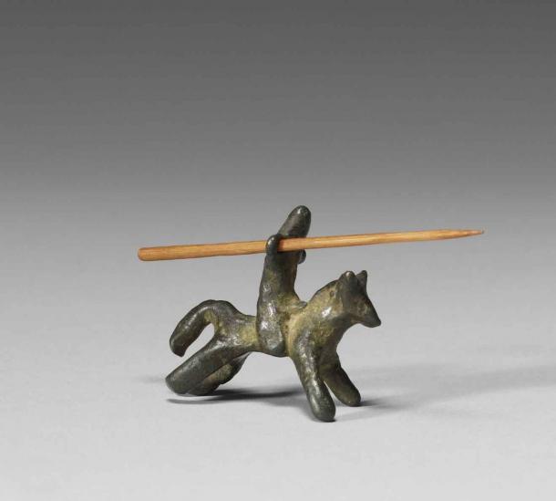 Ce chevalier médiéval monté sur un jouet en bronze, du XIIIe au XIVe siècle, est l'un des premiers petits soldats que l'on connaisse. (Musée d'art Walters)