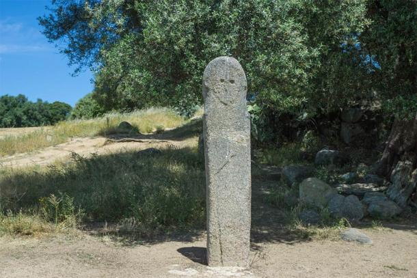 Menhir with face in Filitosa on the island of Corsica (Eberhard / Adobe Stock)