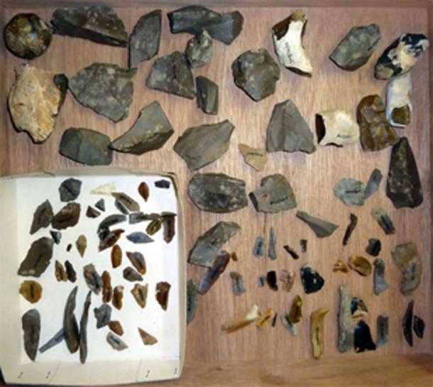 Mesolithic artifacts, from the same period as the bones. (Vaneiles / CC BY-SA 3.0)