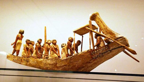 Model boat found in Tomb 10A (CC by SA 3.0)