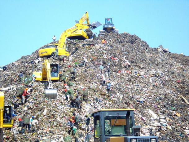 Modern day mountain of garbage in Bantar Gebang, Indonesia, with excavators and trash treasure hunters. (CC BY-SA 3.0)