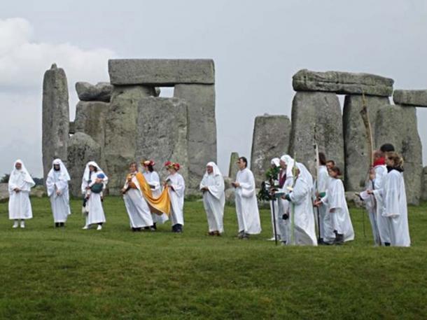 Modern druids celebrating rituals at Stonehenge. (sandyraidy/CC BY SA 2.0)