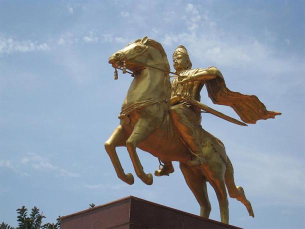 Modern statue of King Rajaraja I on horseback in Thanjavur. (Nittavinoda / CC BY-SA 4.0)