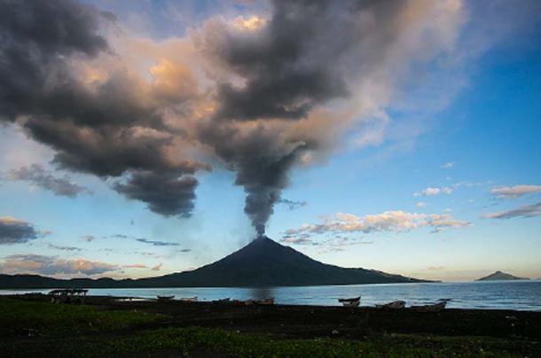 Momotombo eruption, photo captured in 2015 (Mejia, J / CC BY 2.0)