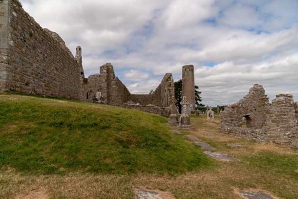 Monastic ruins at Clonmacnoise