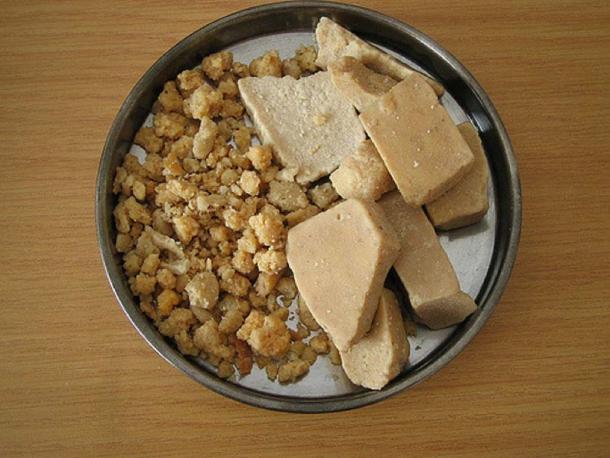 Mongolian dairy products - Aaruul, Eezgii. (Takeshi KITAYAMA/CC BY NC SA 2.0)