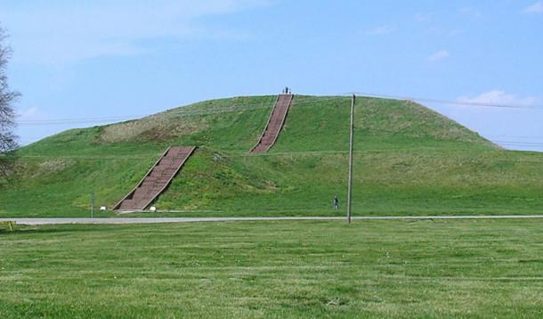 Monks Mound today: the largest earthworks structure in North America and the largest pyramid north of Mexico. Monks Mound is a different mound than Mound 72, where the human sacrifice victims were found buried.