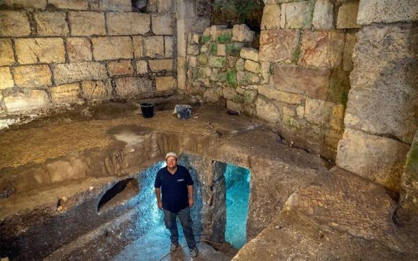 Dr. Barak Monnickendam-Givon at the subterranean system. (Shai Halevi/IAA)