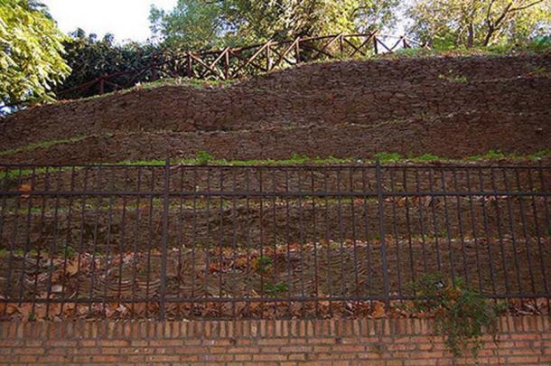 Monte Testaccio. (Alex/CC BY NC SA 2.0)