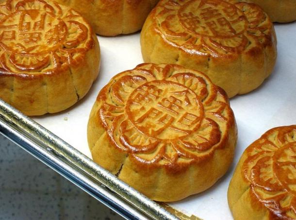 Mooncakes with a traditional lotus-bean filling that are eaten during the Mid-Autumn Festival.