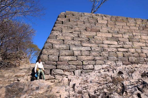 More views of the same corner construction at Chimalacatlan. (Marco Vigato.)