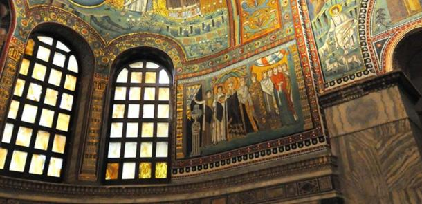 Mosaic - Empress Theodora and Retinue, San Vitale in Ravenna. (Public Domain)