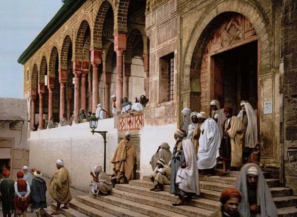Mosque in Tunis (Tunisia, 1899).
