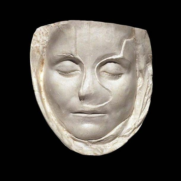 """Mould of a child's face, found in 1874. The epitaph (ref CIL 13, 02108) reads: """"To the manes and in the memory of Claudia Victoria, dead at the age of 10 years old, one month and eleven days; Claudia Severina, her mother, raised this tomb to her beloved daughter when she was still alive, to herself and dedicated it under the ascia."""" (Rama/CC BY SA 2.0)"""