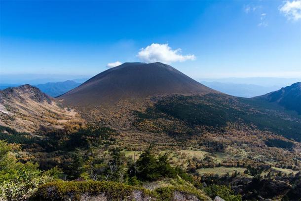 Mount Asama in Honshū in Japan. (Toru Shimizu / Adobe stock)