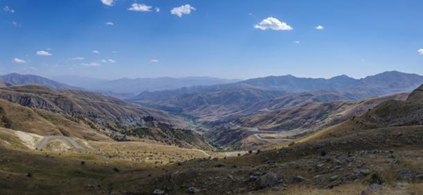 Mountain landscape with serpentine road. The view from top of Vardenyats / Selim Pass, Armenia. (smoke666 / Adobe)