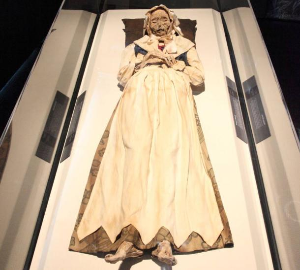 The Mummies of the World exhibition, presently at the Cincinnati Museum Center in the U.S. state of Ohio, has several mummies from the church in Vac, Hungary.