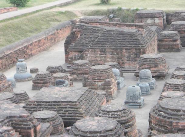 Vista general de las stupas votivas de Nalanda en Bahar, similar a la arquitectura camboyana Stupa