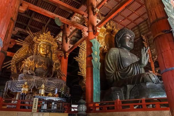 Nara's Daibutsu Buddha (right) and Kokuzo Bosatsu (left) at Todai-ji Temple. (coward_lion / Adobe Stock)