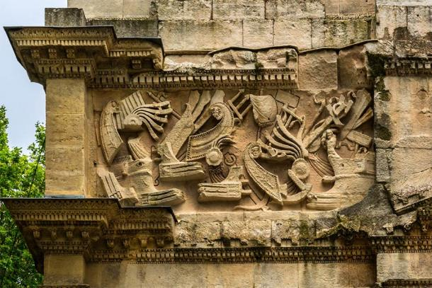Naval battle depicted on the Triumphal Arch of Orange, one of the largest and the oldest Triumphal Arch of Roman Gaul, France (dbrnjhrj / Adobe Stock)