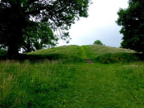 Navan Hill Fort, County Armagh, Heading north-east to the top of the mound. (© Kenneth Allen / CC BY-SA 2.0)