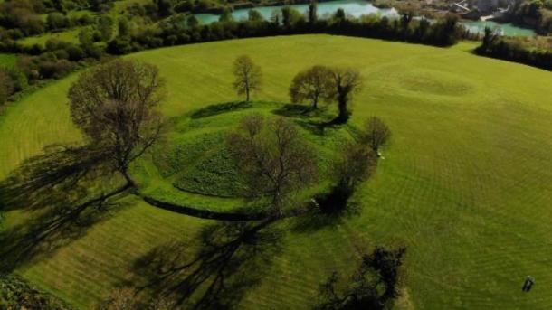 Navan fort. (Airchaeology)