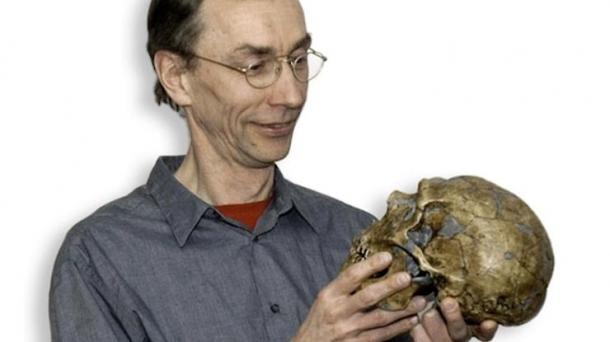 Prof. Svante Pääbo with a reconstruction of a Neanderthal skull