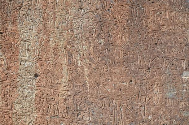 Neo-Hittite rock inscription of Topada with Luwian hieroglyphs, 2nd half of the 8th century BC, Turkey. (Butko / CC BY-SA 2.0)