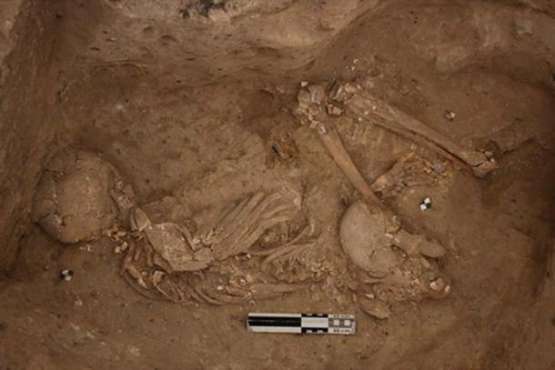 Neolithic funeral in the southern area Çatalhöyük. (CC BY-NC-SA 2.0)